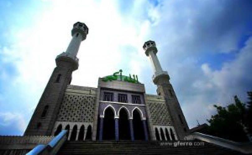 Adab-Adab Ketika Di Masjid
