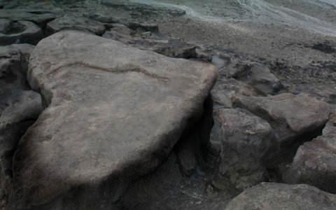 Laksana Tetesan Air Yang Tergelincir Di Atas Batu