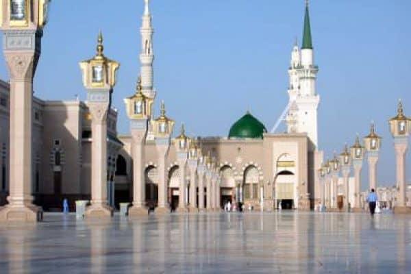 Menyorot Shalat Arba'in di Masjid Nabawi