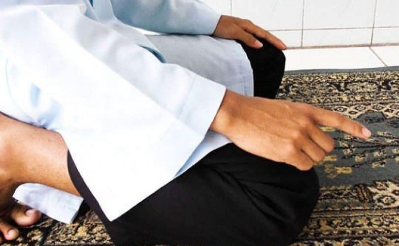 Fatwa Ulama: Kapan Jari Telunjuk Diturunkan Dalam Tasyahud Akhir?