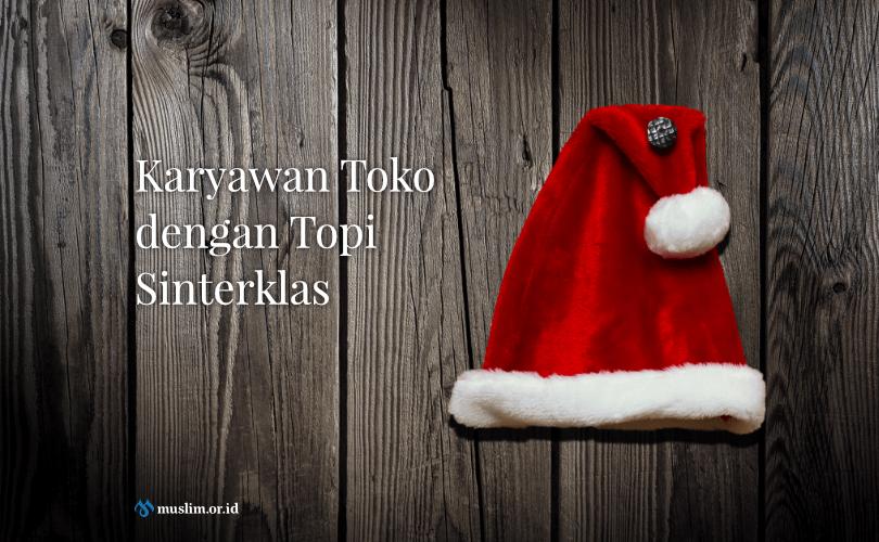 Karyawan Toko dengan Topi Sinterklas