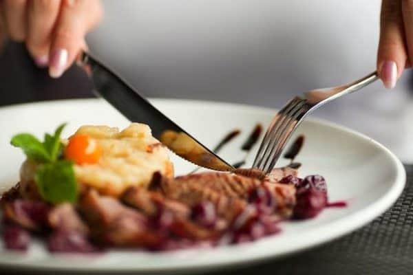 Adab-Adab Makan Seorang Muslim (1)